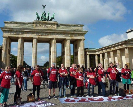 В Берлине прошла акция против цирка с животными в память Тайк