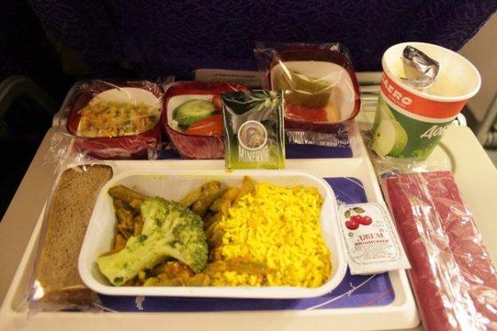 Как получить веганскую  еду в самолёте