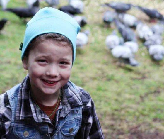 Необычная дружба девочки с воронами и подарки от птиц