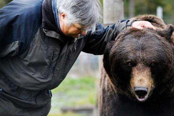 Суло Карьялайнен из Финляндии  и его медведи