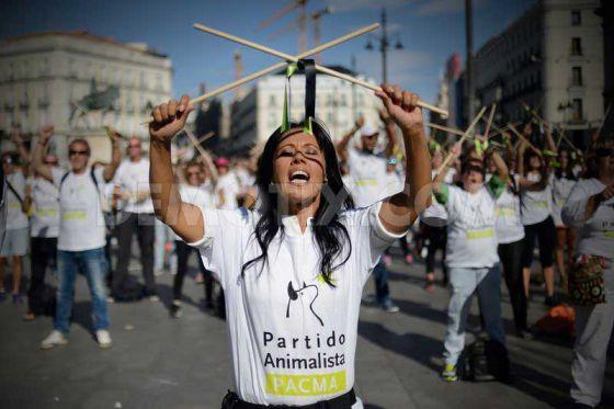 """В Испании прошла акция против  жестокого  национального  праздника  """"Торо де ла Вега"""""""