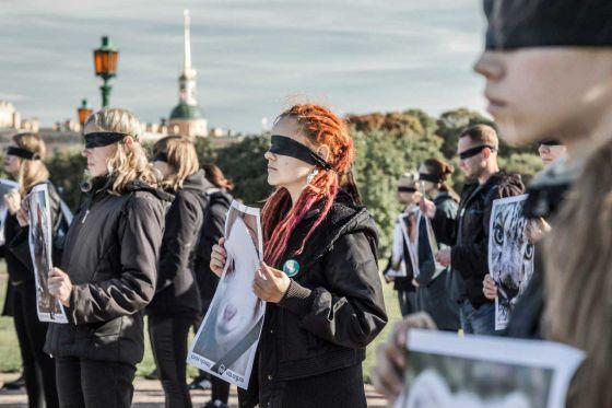 """4 октября  в Санкт-Петербурге состоялась акция  """"Открой глаза"""" против меховой индустрии"""