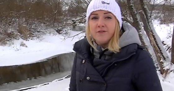 Девушка прыгнула в  реку за собакой, которую  пытался утопить хозяин