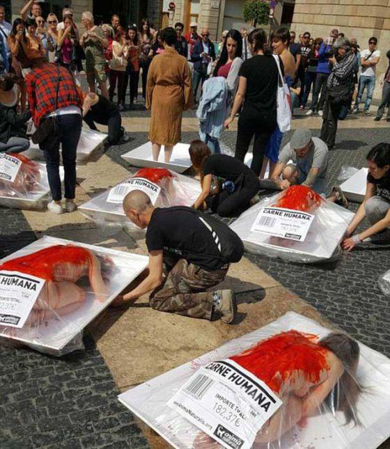Человечье мясо в Испании: в Барселоне прошла акция в защиту животных