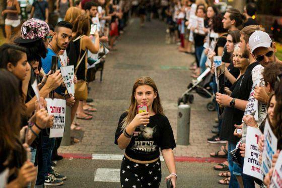 В Тель-Авиве прошла многочисленная  акция «Громовое молчание»