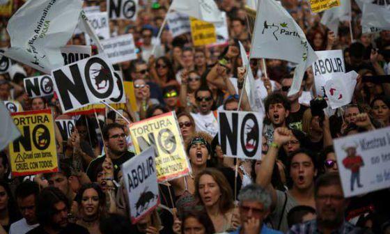 Тысячи испанцев  в Мадриде приняли участие в акции против корриды
