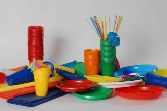 Во Франции запретили одноразовую пластиковую посуду