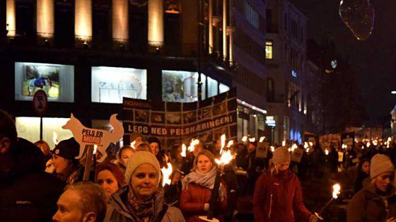 В Норвегии ежегодная акция против меха собрала тысячи людей