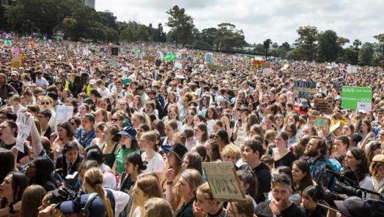Миллионы людей вышли на всемирную акцию против изменения климата