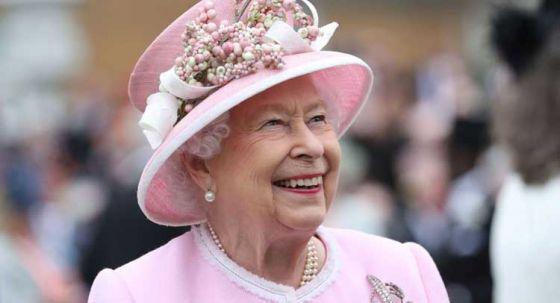 Королева  Елизавета II откажется от меха животных
